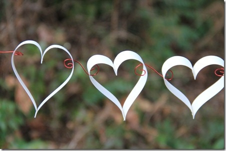 Paper and Wire Hearts (Photo from Crafti Stacy)