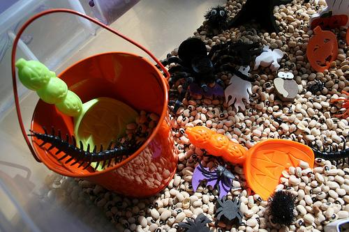 Halloween Sensory Box (Photo from Pink and Green Mama)