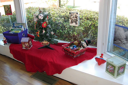 Interactive Montessori-Inspired Christmas Display (Photo from Peaceful Parenting)