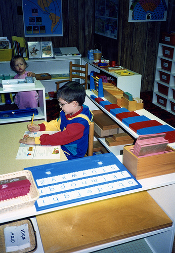 the effectiveness of montessori approach in With montessori sensorial materials offered to children at a special time over a period of ten weeks in a day care program the subjects for this study were 15 preschool children, 8 girls.