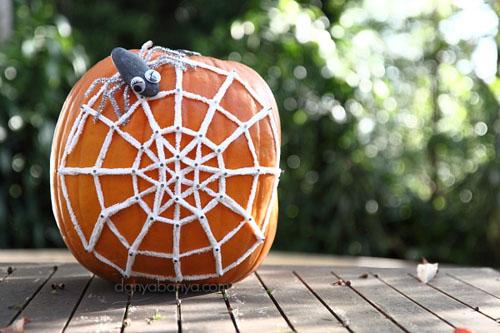 Halloween Spider Web Geoboard (Photo from Danya Banya)