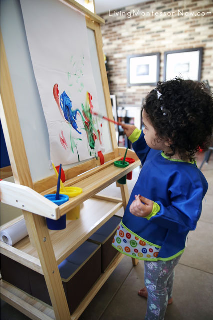 Using the Little Partners Deluxe Learn and Play Art Center Easel for Painting