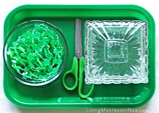St Patrick's Day Cutting Tray with Strings of Beads