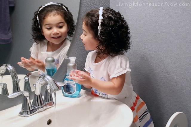 Fun With Handwashing Handwashing Song By A 2 Year Old