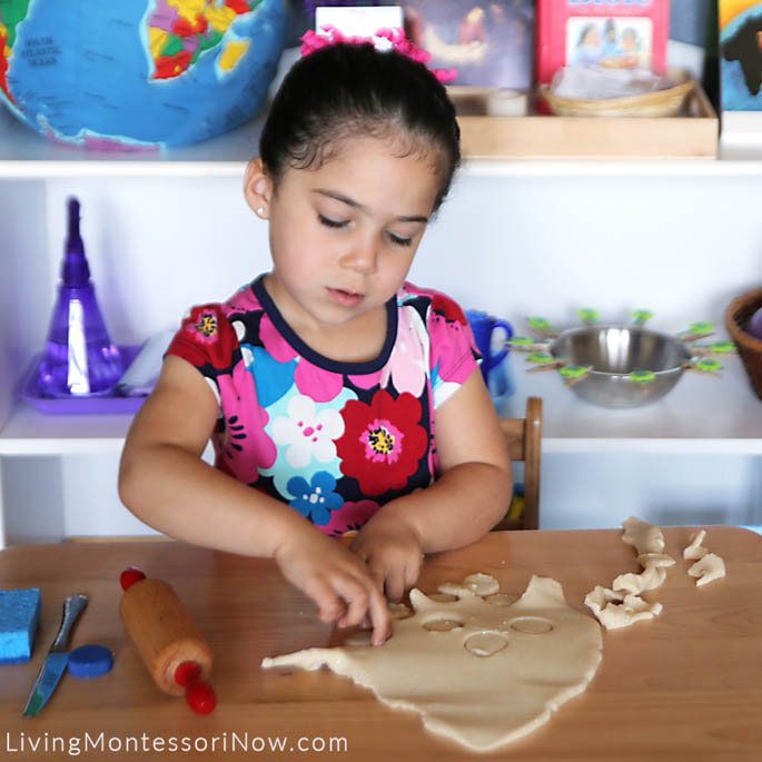 Making Playdough Circles for Phases-of-the-Moon Activity